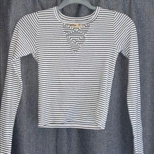 🦋Ribbed Hollister shirt
